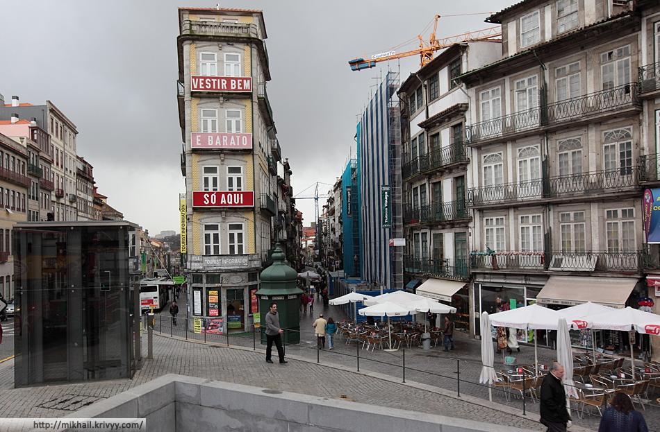 Таким видом Порту встречает своих гостей. Вид от вокзала Сао Бенто (Sao Bento).