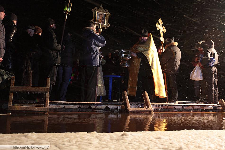 Водосвятный молебен. Крещенские купания. Михайло-Клопский монастырь. Великий Новгород.