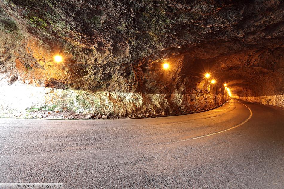 Сумасшедший серпантин у деревушки Paul do Mar. Один из старых Тоннелей.