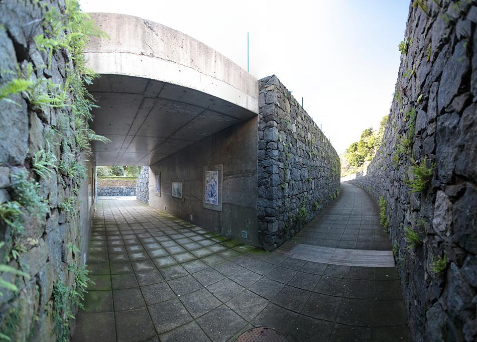 Подземный переход на шоссе в Сао-Висенте (Мадейра)