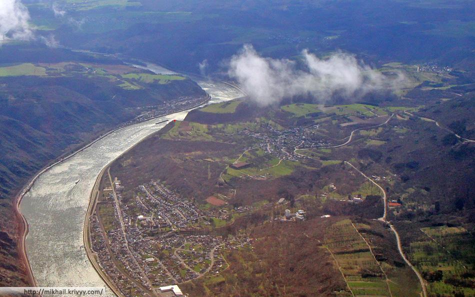 Тот же кадр, только кроп. Справа от реки Бад Зальциг (Bad Salzig), Вайлер (Weilder). Слева - Кестерт (Kestert).