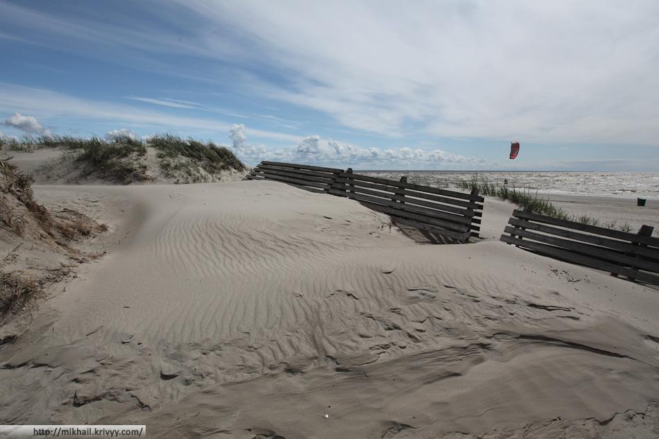Дюны на пляже. Пярну, Эстония.