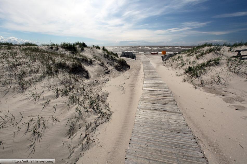 Выход на пляж. Рижский залив. Пярну. Эстония.