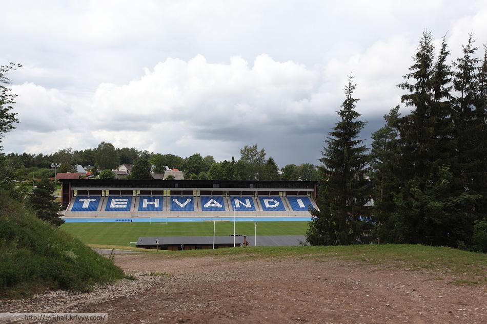 Стадион Техванди. Летом. Выход с тренировочной трассы для бега и ходьбы с палками. Зимой - это лыжня.