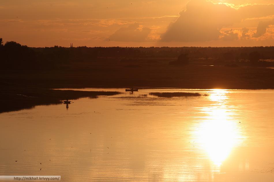 Рыбаки. Река Мшага. Шимский район.