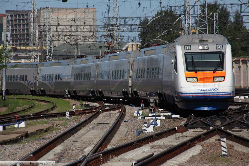 """""""Аллегро"""" - Sm6 7752 прибывает на Финляндский вокзал. Санкт-Петербург."""