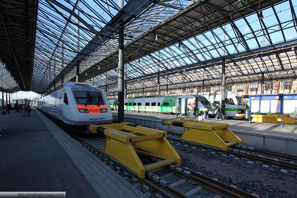 """""""Аллегро"""" Sm6 7752 на вокзале Хельсинки. На заднем плане другой представитель поездов Pendolino - VR Class Sm3"""