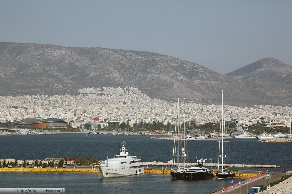 Вид на Афины со стороны Пирея.