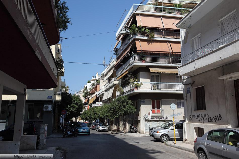 Афины. Чем дальше от центра, тем город чище и спокойнее. Район Патисия.