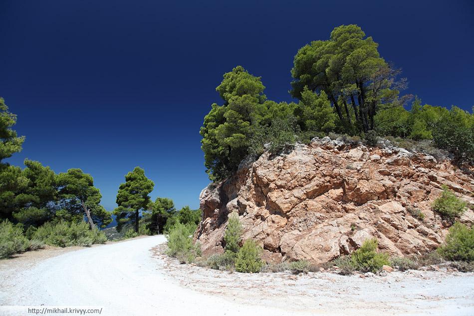 Примерно так выглядят лучшие грунтовые дороги на острове Скопелос (Skopelos)