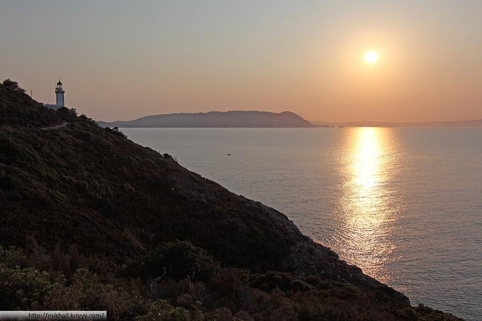 Старый маяк на закате. Остров Скопелос (Skopelos)
