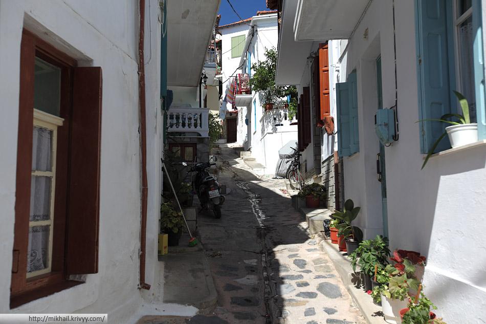 Город Скопелос (Skopelos). Центральная часть целиком пешеходная.