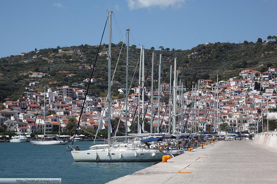 Яхты в порту Скопелоса (Skopelos). Арендовать нельзя только те что уже арендованы.