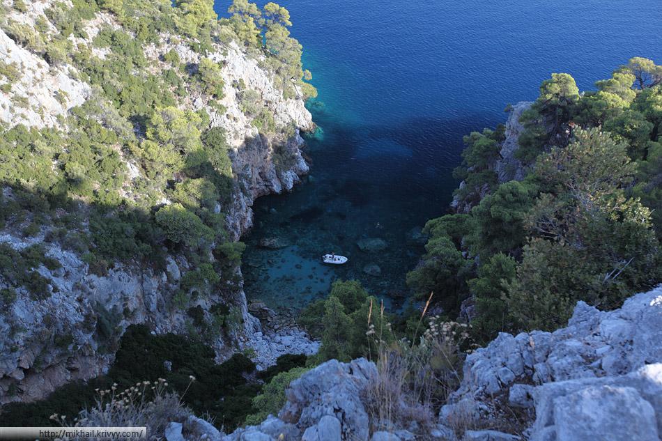 Один из пляжей доступных только с моря. Остров Скопелос.