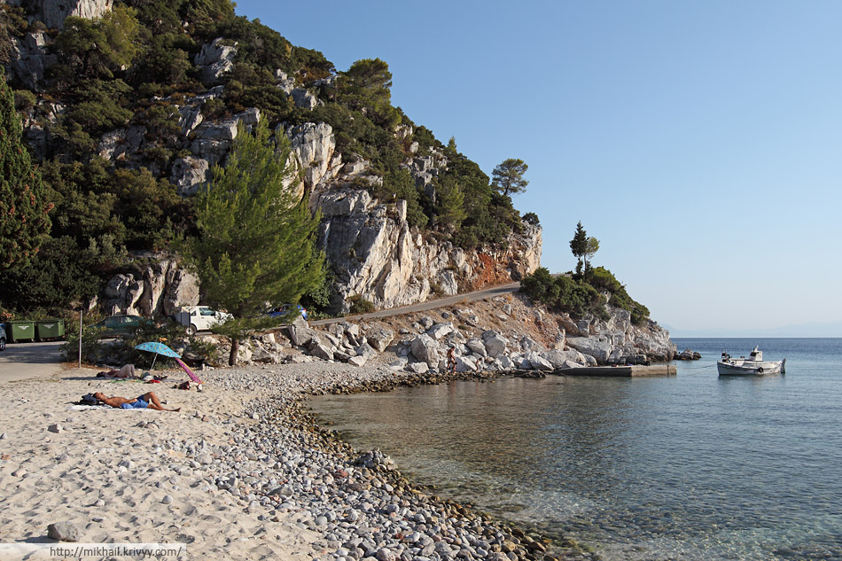 Дорога к пляжу Лимнонари, Скопелос. (Limonari beach).