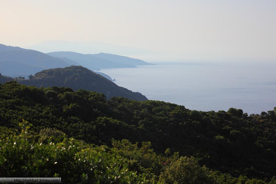 Вид на северную часть острова Скопелос (Skopelos) с горы Ваис (Vais)
