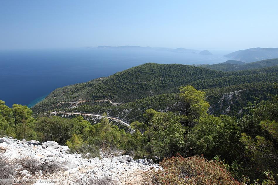 Вид с горы Делфы (Delphi) в сторону острова Алонисос.