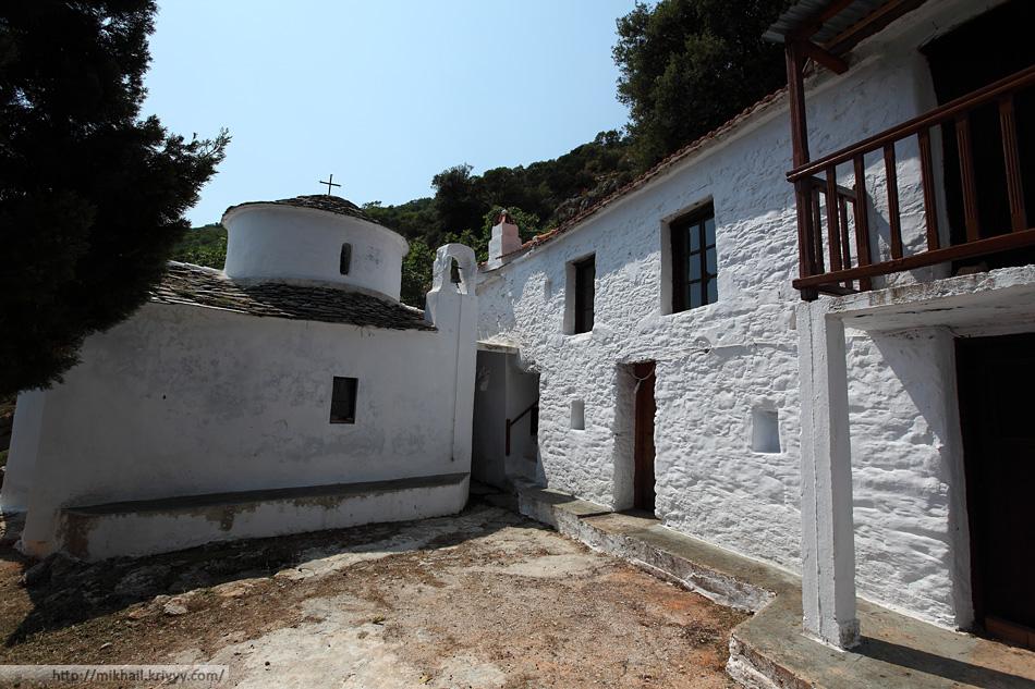 Монастырь Таксиархов (Taxiarchis Monastery). Остров Скопелос (Skopelos)