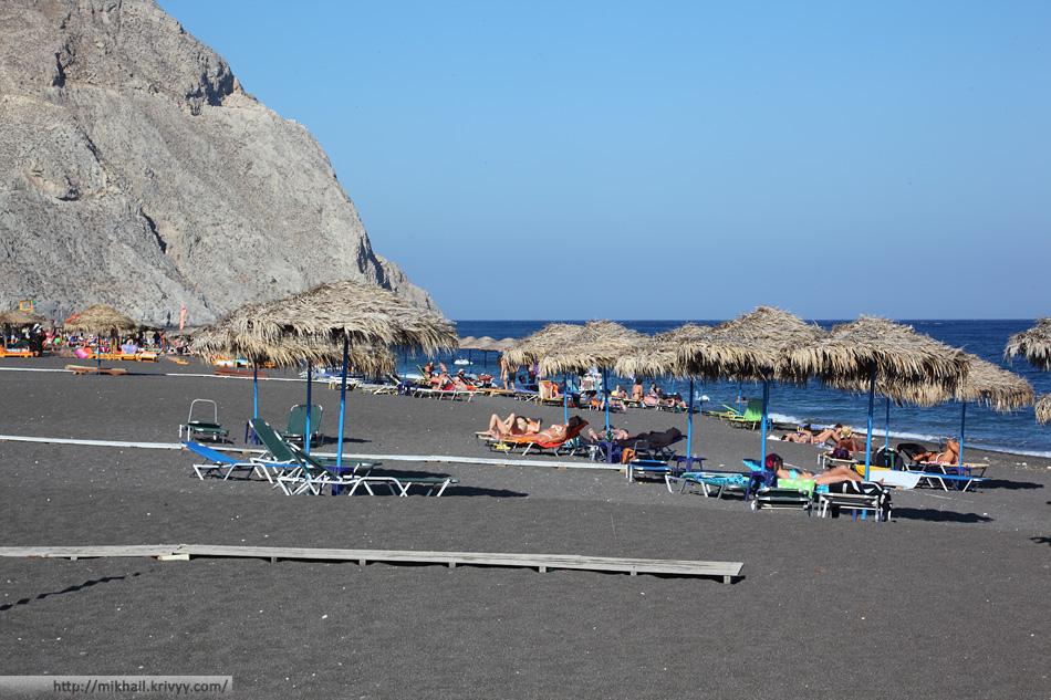 Черный пляж в районе Периссы. Санторини.