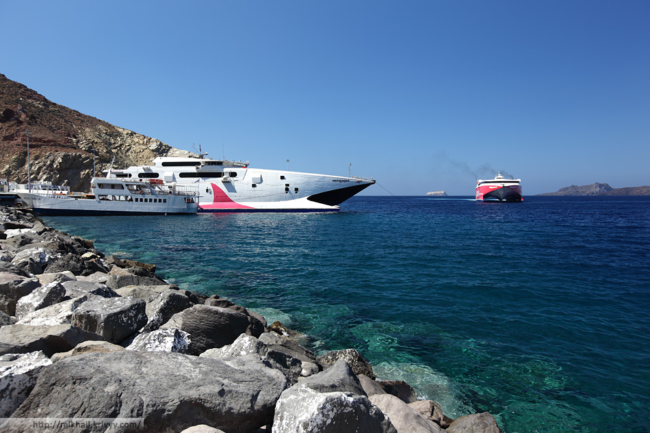 На Санторини очень развито пассажирское судоходство. Здесь много скоростных паромов.