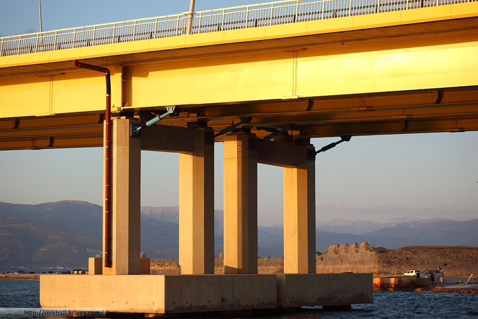Мост Рио-Антирио может раздвигаться вместе с отдалением Пелопоннеса от материковой Греции (на 35 мм в год).