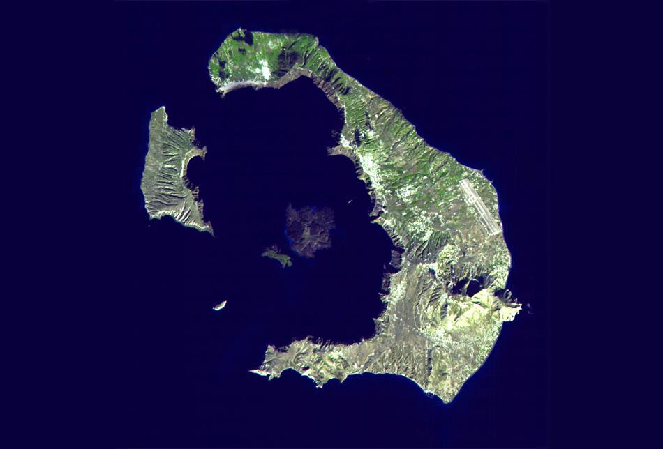 Вот так сегодня выгляди Санторини. В самом центре находится остров кратер (Палеа-Камени), вокруг него затопленная кальдера и отдельные острова. Источник: Википедиа.