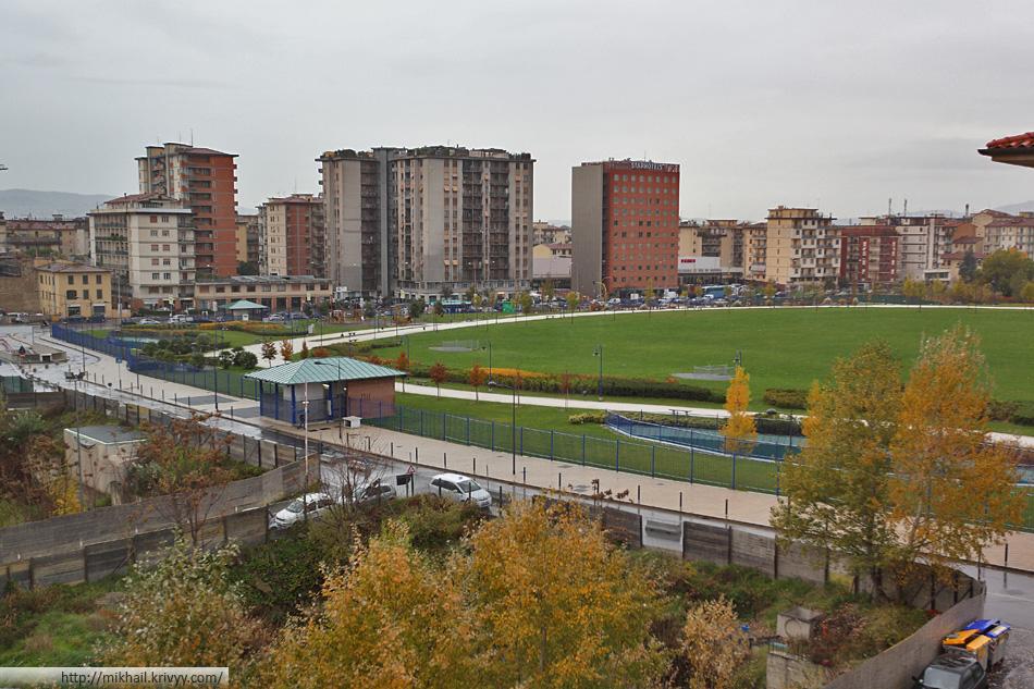 Многоуровневый подземный паркинг под Parco di San Donato.