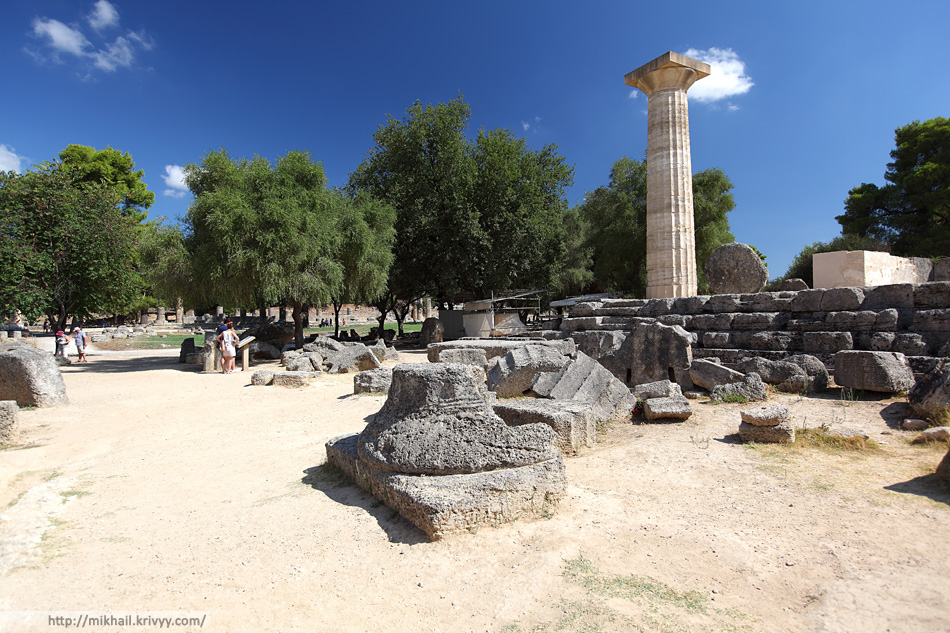 Остатки храма Зевса — один из самых почитаемых храмов Древней Греции. Служил центром архитектурного ансамбля древней Олимпии и был посвящён верховному олимпийскому богу Зевсу.