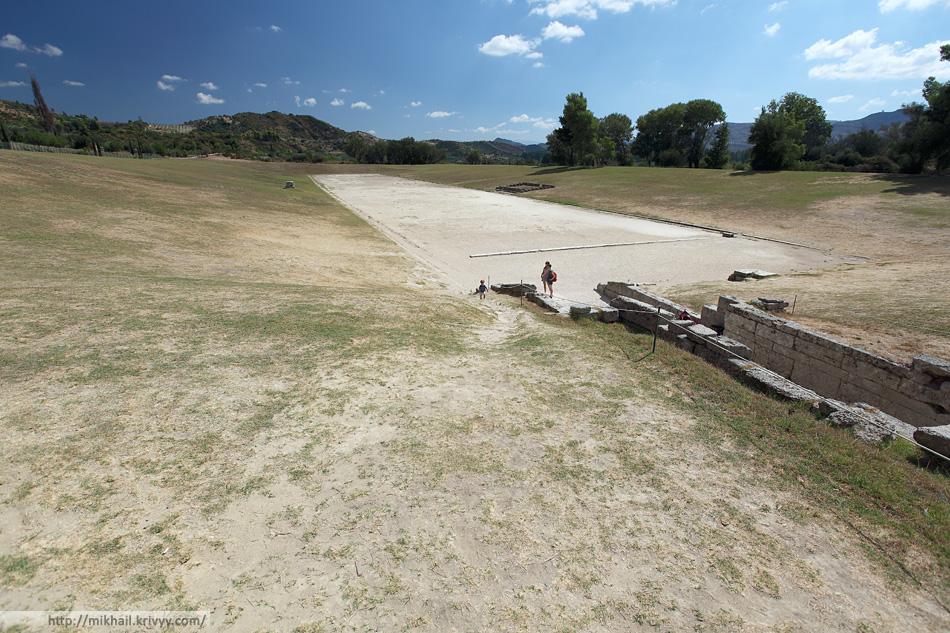 Стадион. Именно по подобию этого стадиона был построен первый современный Олимпийский стадион (Панатинаикос) в Афинах.