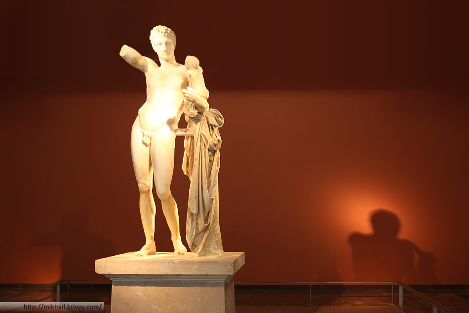 Гермес с младенцем Дионисом. Археологическей музей Олимпии.