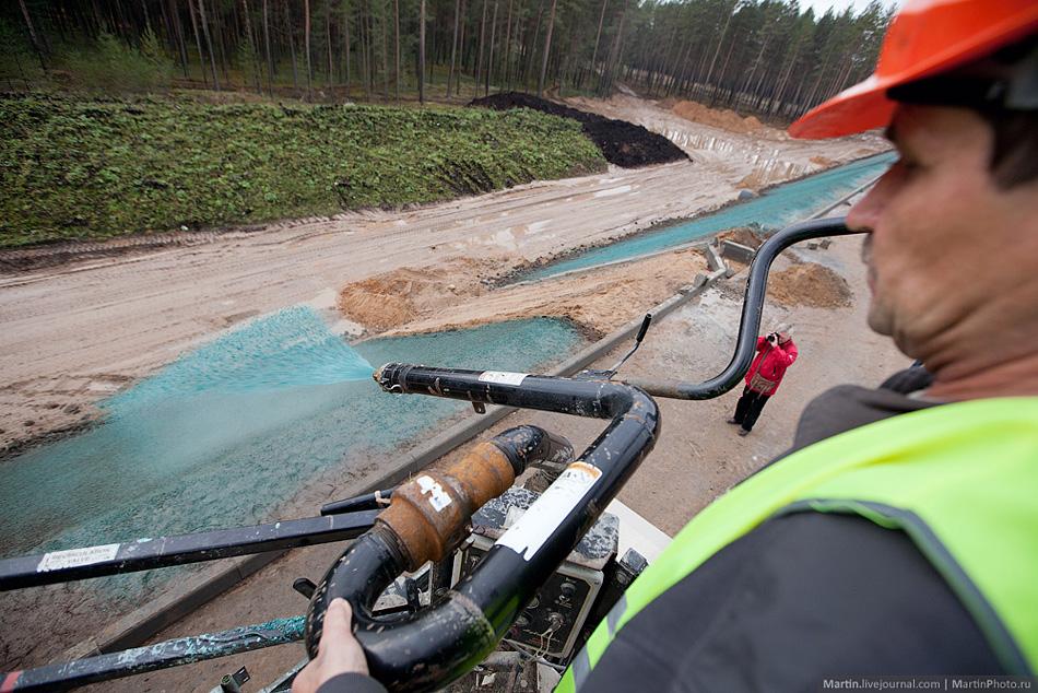 Так сажают траву. 258 - 334 км., обход Вышнего Волочка. 19 октября 2012 года. Фото с сайта martin.livejournal.com.