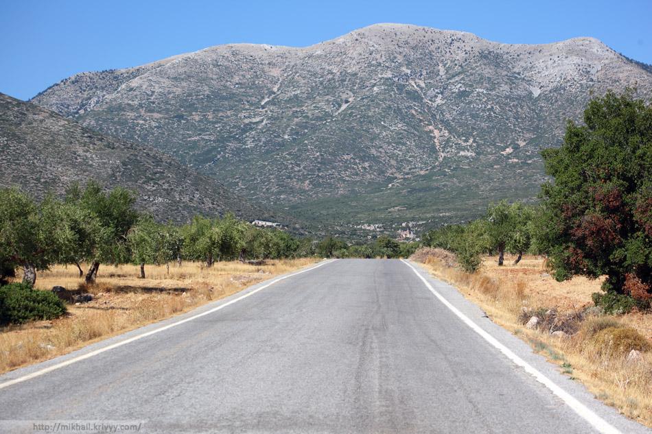 По дороге из Моневмасии в Эпидавр. Район Kosmas. Тут предгорье заканчивается и начинаются горы.