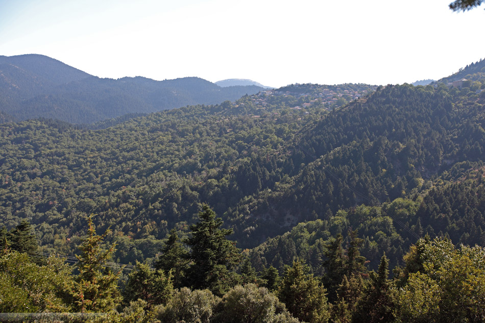 Тут наша дорога зацепила южный край горного хребта Парнон. Длина около 100 км, высота до 1935 м.