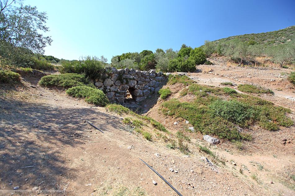 По дороге между Нафплионом и Эпидавром встречаются Микенские мосты.