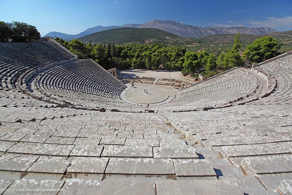 Театр Эпидавра. 6 век до нашей эры с до сих пор великолепной акустикой. Действующий.