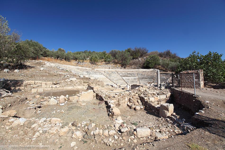 Древний театр Эпидавра. Не путать с предыдущим. Этот находится непосредственно в Древнем Эпидавре.
