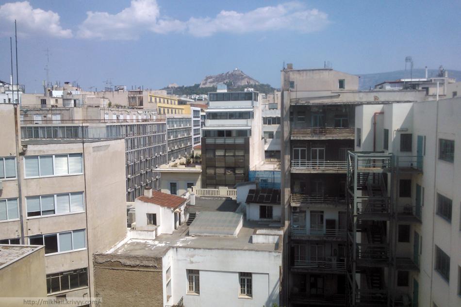 Вид из окна гостиницы Dorian Inn, Афины.