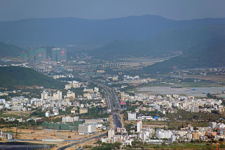 Восточное скоростное полукольцо железных дорог острова Хайнань. Эстакада в районе станции Yalong Bay (亚龙湾)