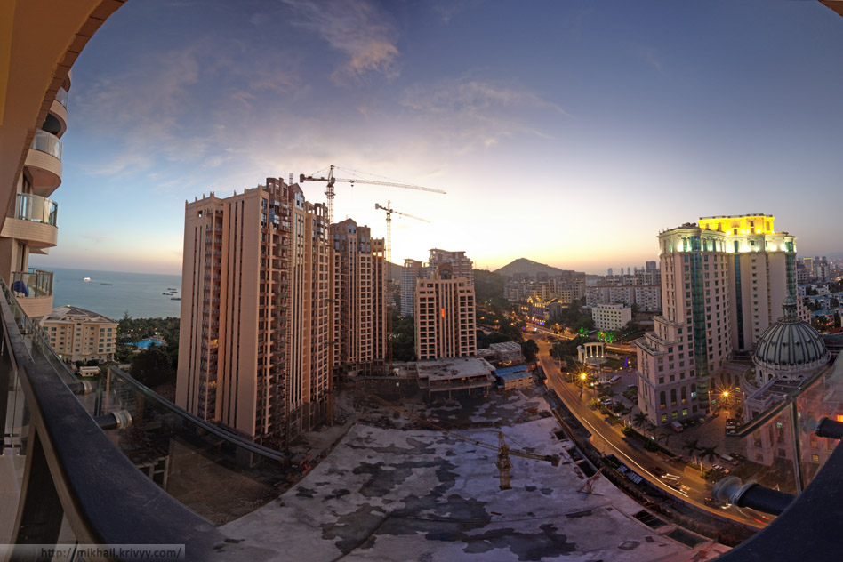 Вид с балкона квартиры.