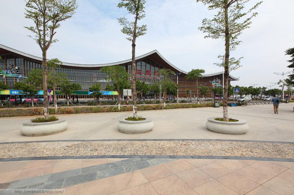 Привокзальная площади о вокзал города Санья.