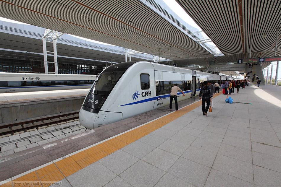 Электропоезд CRH1-118A на станции Санья.