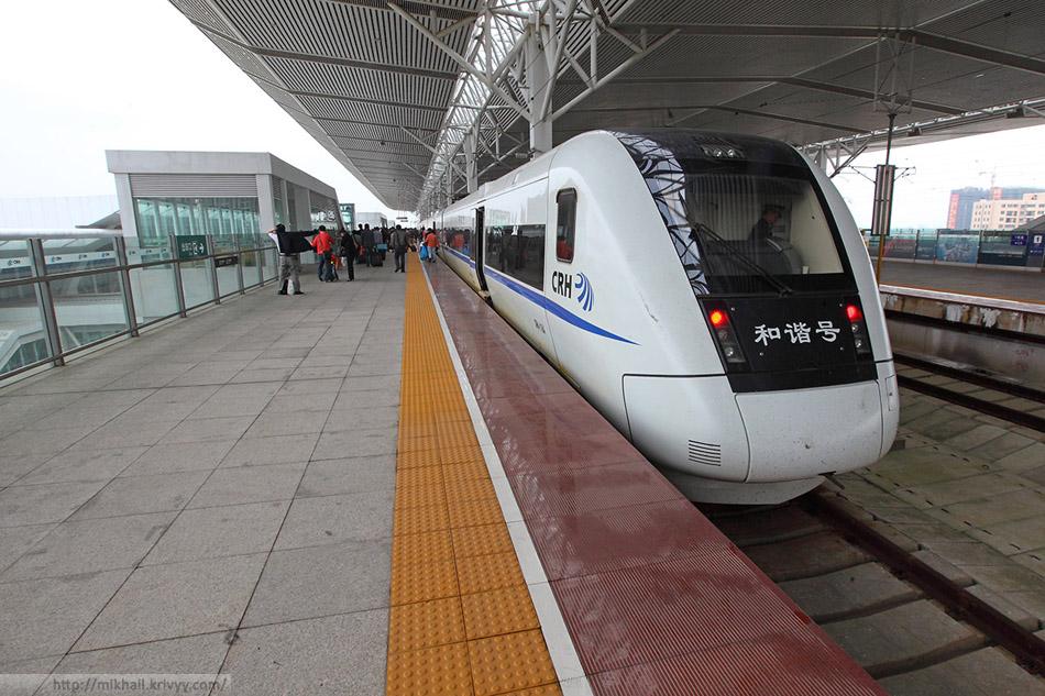 Электропоезд CRH1-118A на станции ХайКоуДонг.