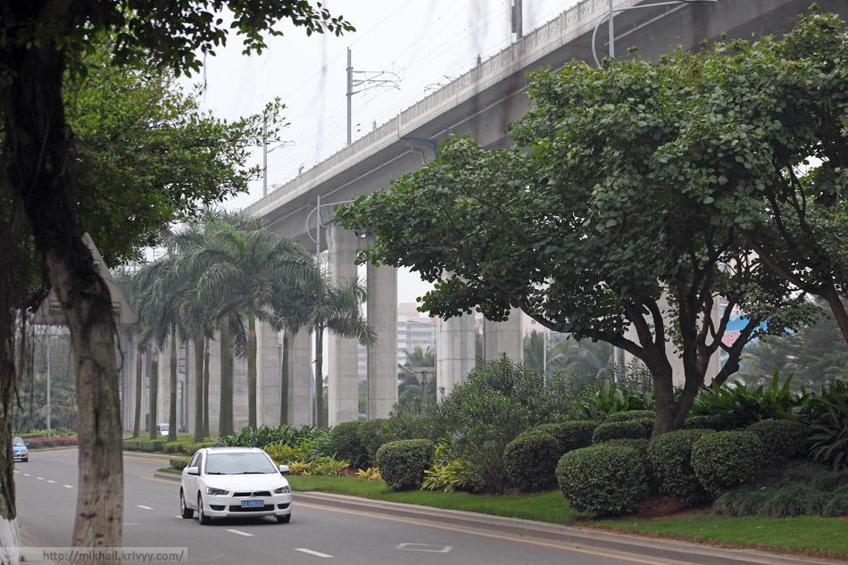 Восточное скоростное полукольцо железных дорог острова Хайнань (海南东环高速铁路) в черте города Хайкоу.