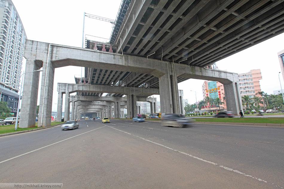 Непосредственно под станцией ХайКоуДонг (Haikou East).