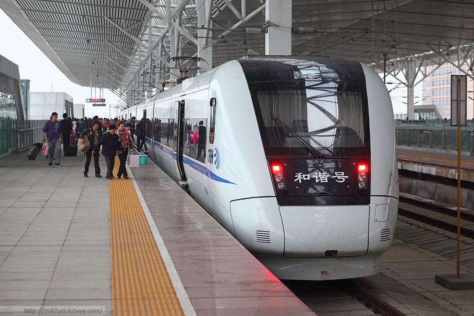 Электропоезд CRH1-124A на станции ХайКоуДонг.