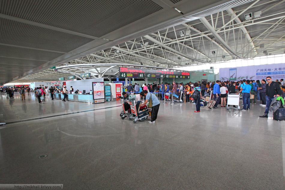 Зал регистраций. Терминал для внутренних рейсов, аэропорт Саньи, Китай.