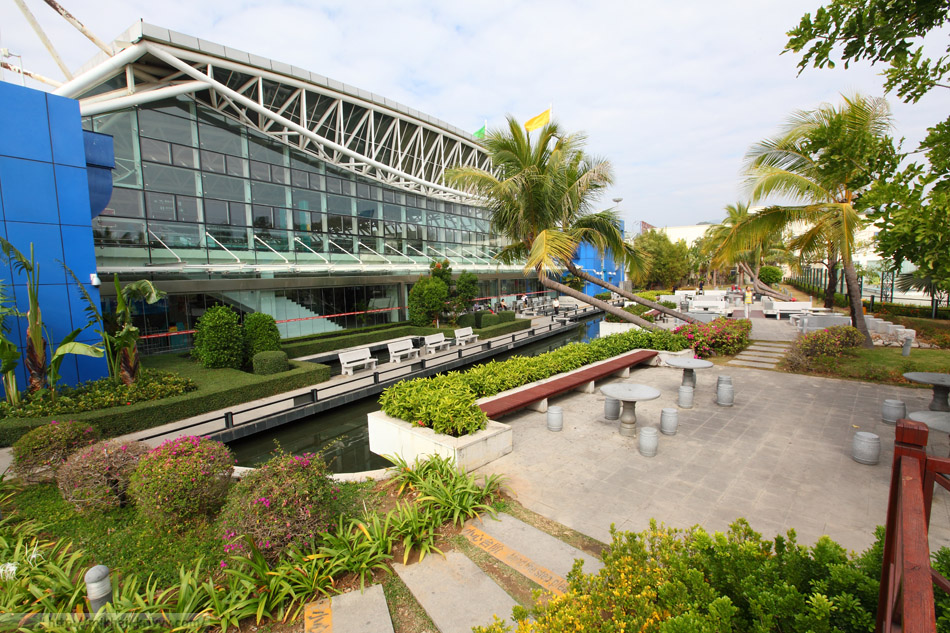 Сад ожидания аэропорта Санья (SYX), Китай.