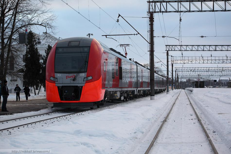 "ЭС1-009 ""Ласточка"" на вокзале Великого Новгорода."