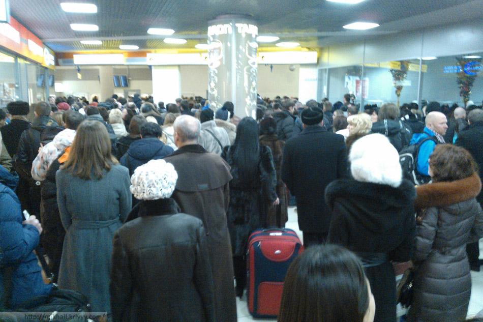 Вход в Шереметьево со стороны вокзала аэроэкспресса.