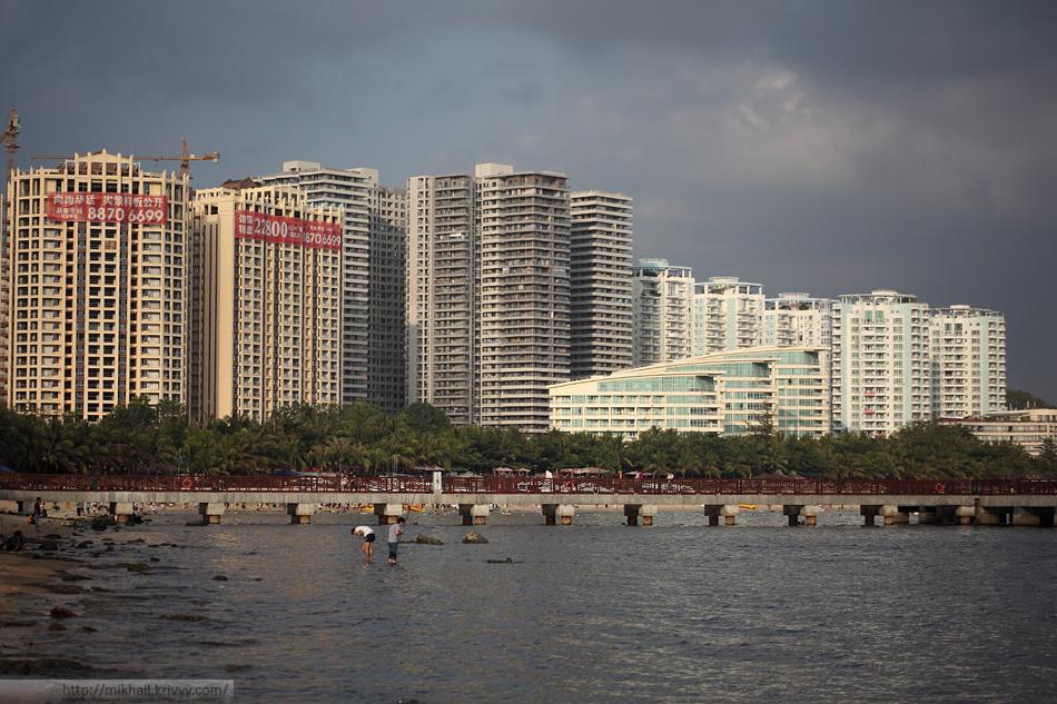 Самое больше серое здание по центру и есть наш жилой комплекс.